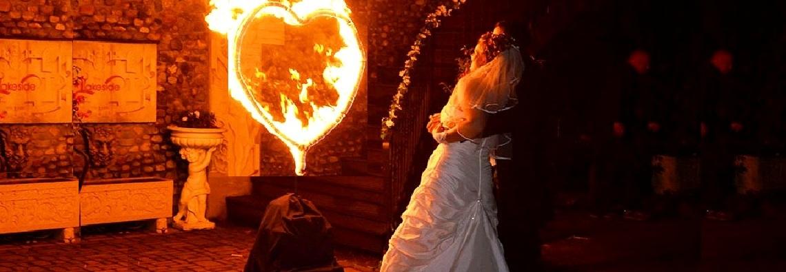 Hochzeitsfeuershow mit Herz